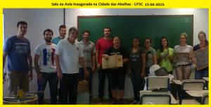 Alunos da disciplina de apicultura, na primeira aula ministrada na nova sala de aula da Cidade das Abelhas.